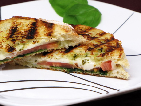 Pesto and Mozzarella Grilled Cheese
