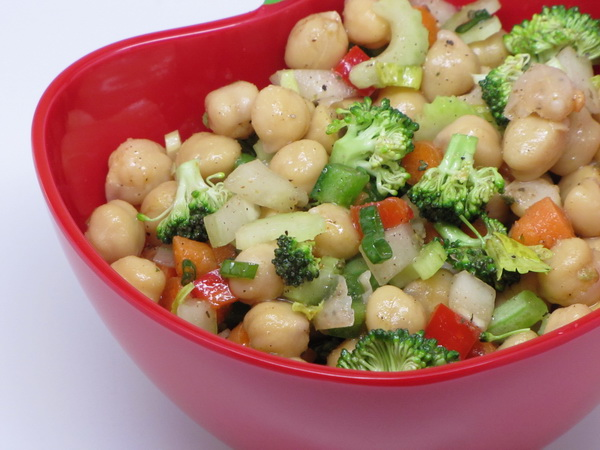 Chickpea Salad | 400 Calories or Less