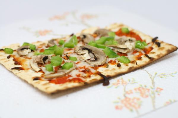 Crunchy Matza Pizza